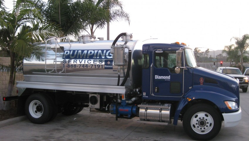1008 diamond septic truck 004